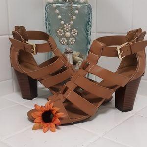 Tan chunky heels.
